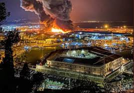 Ancona, paura al porto. Boato e fiamme nella notte - VIDEO - Ancona -  CentroPagina - Cronaca e attualità dalle Marche