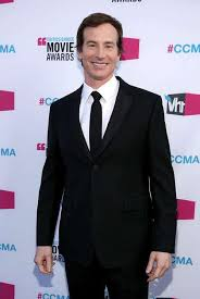 Rob Huebel: Five Things You Must Know - Heavyng.Com