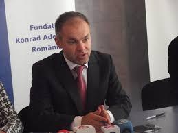 """Daniel Funeriu la Alba Iulia: """"Vinovată de situaţia din România este slaba pregătire profesională a celor chemaţi să ne conducă"""" - Alba24"""