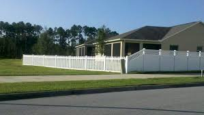 Vinyl Lattice Accent Privacy Fence Tapered To Vinyl Picket Fence Yelp Vinyl Privacy Fence Backyard Fences White Vinyl Fence