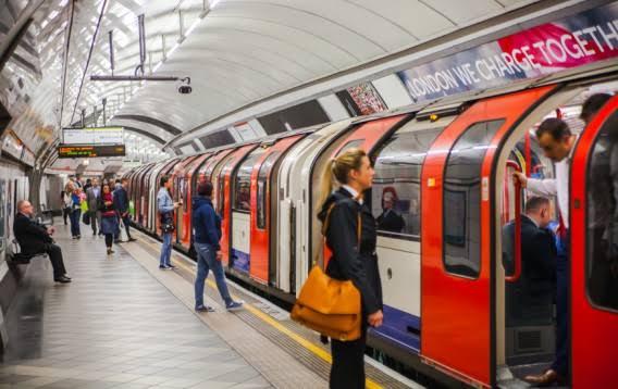 「ロンドン地下鉄」の画像検索結果