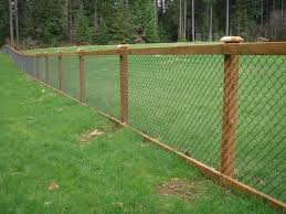 Wood Slats For Chain Link Fence Fence Ideas Fence Design Hog Wire Fence Wire Mesh Fence