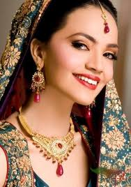 Aamina Sheikh Biography - Top Actress & Model - Celebrities - Crayon