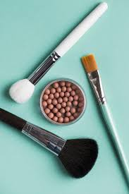 makeup brush with bronzed pearls