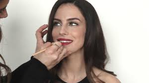 THE LOWDOWN - PERFECT RED LIP TUTORIAL- JESSICA LOWNDES - YouTube