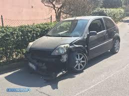 Valmadrera, scontro tra due auto in via Pascoli, tre feriti - Lecco Notizie