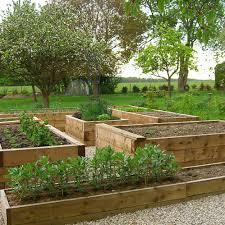 professional landscape gardener architect