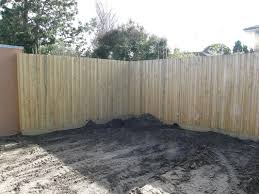 Quality Fencing In Bentleigh Melbourne Fencing Quotes For Paling Fences Fence Builder House Fence Builder Timber Fences Fencing Colorbond Decking Pergolas
