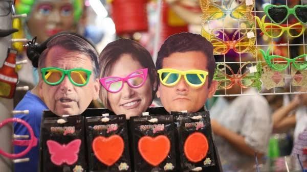 """Resultado de imagem para Pirata, Bolsonaro e Moro as máscaras carnaval"""""""