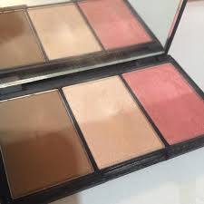 sleek contouring and blush palette face