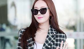jessica is elegant in autumn airport