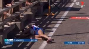 Collassa durante la maratona: Hawkins soccorso dopo svariati minuti -  Corritalia