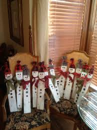 Snowmen Made Out Of Old Picket Fences Christmas Crafts Christmas Wood Fence Post Crafts