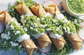 tacos dorados de papa con salsa verde