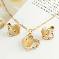 woman heart pendant necklaces