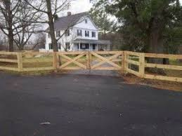 Pin By Vanessa Fout On Horses Driveway Fence Driveway Gate Wood Fence