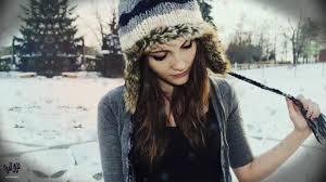 صور فتاة تحت المطر الشتاء وحب البنات للشتاء حنان خجولة