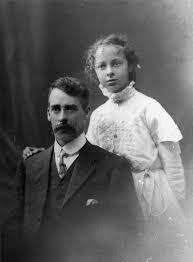 File:StateLibQld 2 192895 William F. Bell with daughter Ivy Bell, 1912.jpg  - Wikimedia Commons