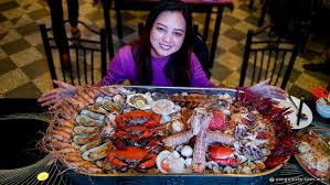 Mouthwatering Giant Seafood Tray ...