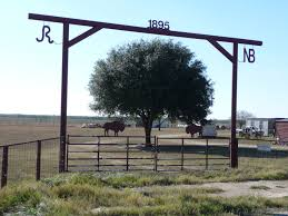 Pin By Susie Sommers On Quinlan Homestead Farm Entrance Ranch Entrance Ideas Farm Gate