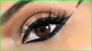 apply perfect wing eyeliner