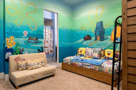 Kids Will Feel Like One Of Spongebob S Neighbors In This Themed Bedroom With A Mural Of Bikini Bottom And Scenes From Th Temas De Cuarto Bob Esponja Interiores