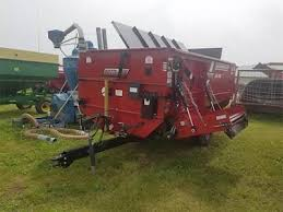 feeders feed wagons for