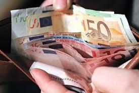 Un hombre que pedía limosna en Alicante entrega una riñonera con 120 euros  que encontró | Radio Alicante | Cadena SER