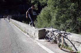Evenepoel breaks pelvis after horrific fall from bridge on ...