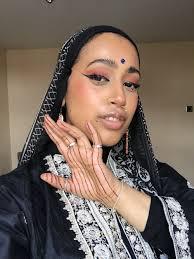how muslim women navigate makeup modesty