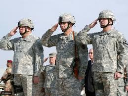 تعرفوا على سر أداء التحية العسكرية باليد اليمنى رائج