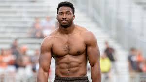Cleveland Browns Players Amazed By Star Rookie Comfortable Walking Around  Shirtless | Browns players, Shirtless men, Myles garrett