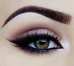 simple but elegant eye makeup on we
