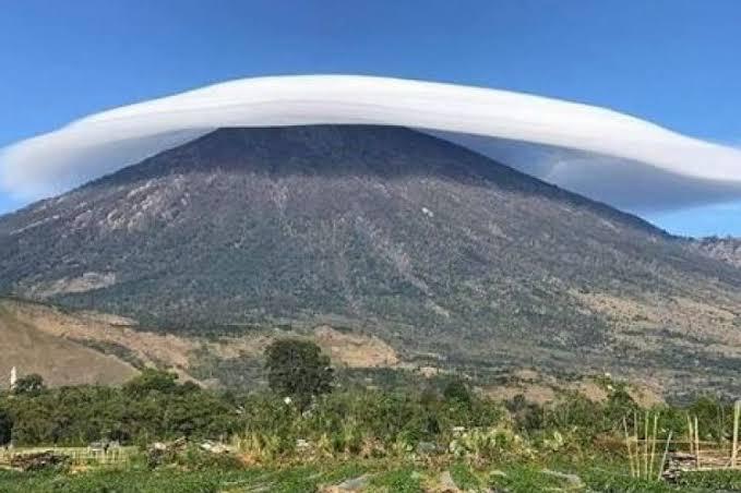 """Hasil gambar untuk gunung"""""""