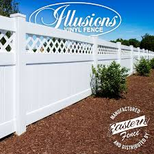 Privacy Fence With Diagonal Lattice Illusions Fence
