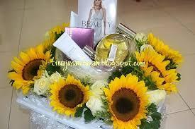 idea gubahan hantaran bunga matahari