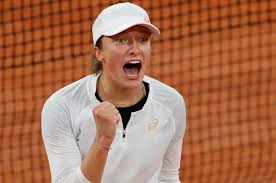 WATCH: Teenager Iga Swiatek Breaks Down After Toying With Simona Halep at  The French Open 2020 - EssentiallySports