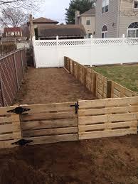 Pin By Laurie Higgins On Pallet Diy Diy Dog Fence Diy Garden Fence Backyard Fences