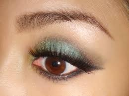 turquoise smoky eye makeup look