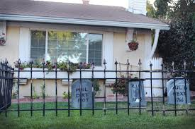 How To Make A Cheap Cemetery Fence For Halloween Ehow