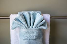 how to display towels decoratively