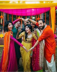Pin By Hetal Pandya On Poses Bridal Photography Poses Indian Wedding Photography Poses Wedding Couple Poses Photography