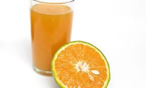 Image result for uống nước cam và vitamin C có thể giúp phòng chống corona