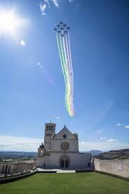 FOTO/VIDEO) Frecce Tricolori sulla Basilica di San Francesco d ...