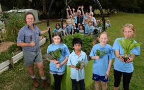 Colour kids thumbs green early to instil gardening for life | Roma ...