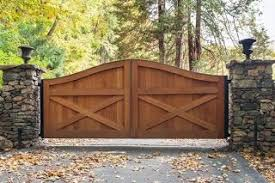 65 Elegant Wooden Gate Design Ideas Viewed From Outside Ara Home Wooden Woodensigns Wood Wo Wooden Gate Designs House Gate Design Wood Gates Driveway