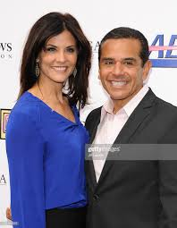 Lu Parker and Antonio Villaraigosa attend the Feel Good fundraising... News  Photo - Getty Images