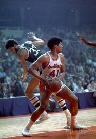 Wes Unseld vs. Alcindor   Best nba players, Nba pictures, Basketball legends