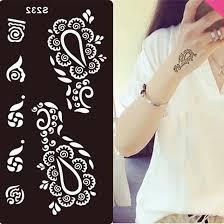 painting henna tattoo