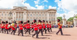 London: Inside Buckingham Palace and Changing of the Guard ...
